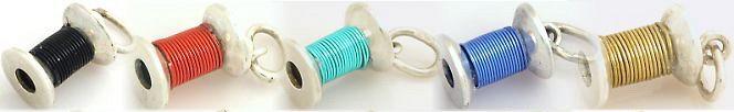 Kulatá špulka s barevným drátkem