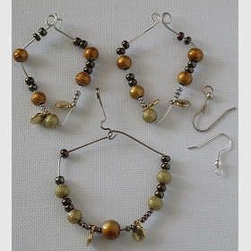 Drát s korálky, náušnice a náhrdelník